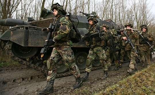Müharibə başladı: Rus tankları Ukraynaya girdi