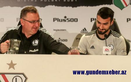 Mahir Emrelinin çıxış etdiyi klub baş məşqçisi ilə vidalaşıb